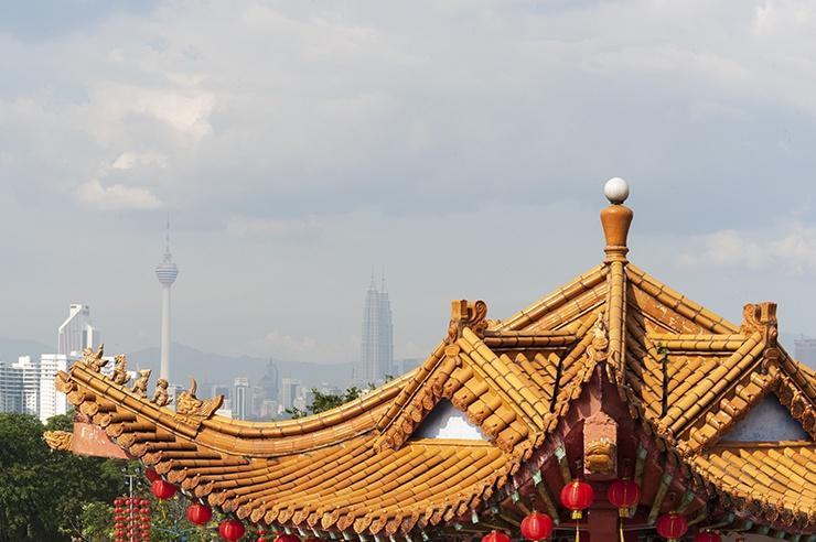 Kuala Lumpur Thean Hou Temple with Petronas