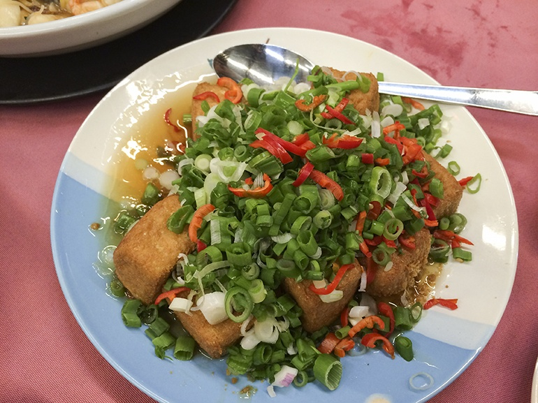 Fried tofu with spring onions and chilli