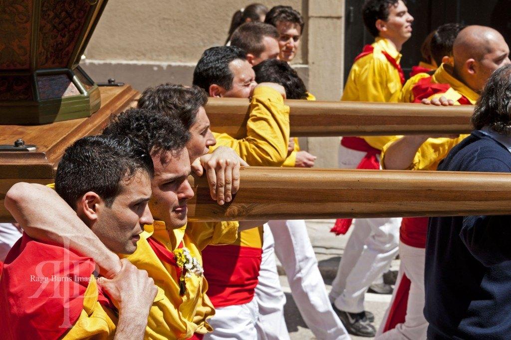 Ceri Di Gubbio Yellow Team Carrying