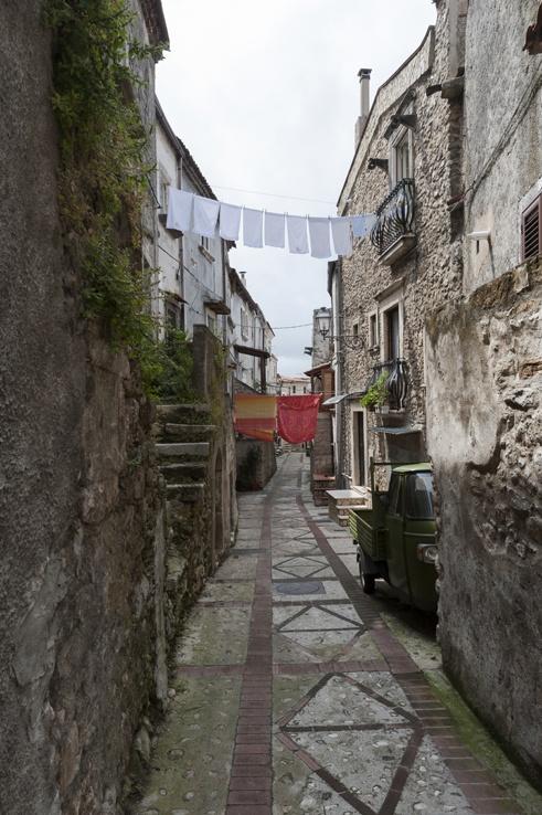 Vico del Gargano Puglia street washing