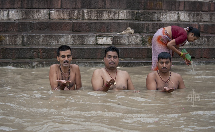 India Varanasi men washing