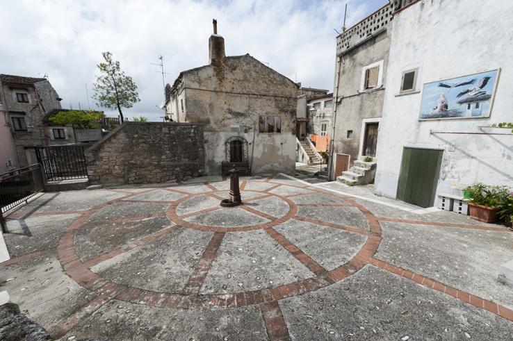 Vico del Gargano Round Square