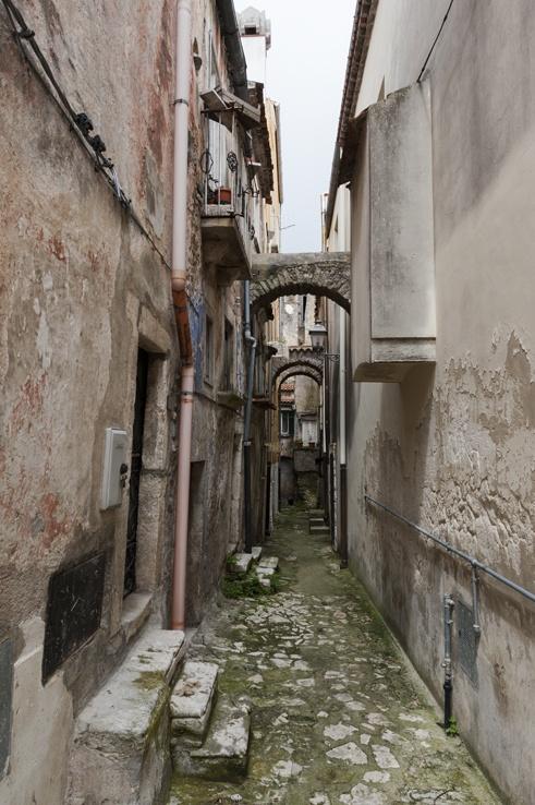 Vico del Gargano with arch