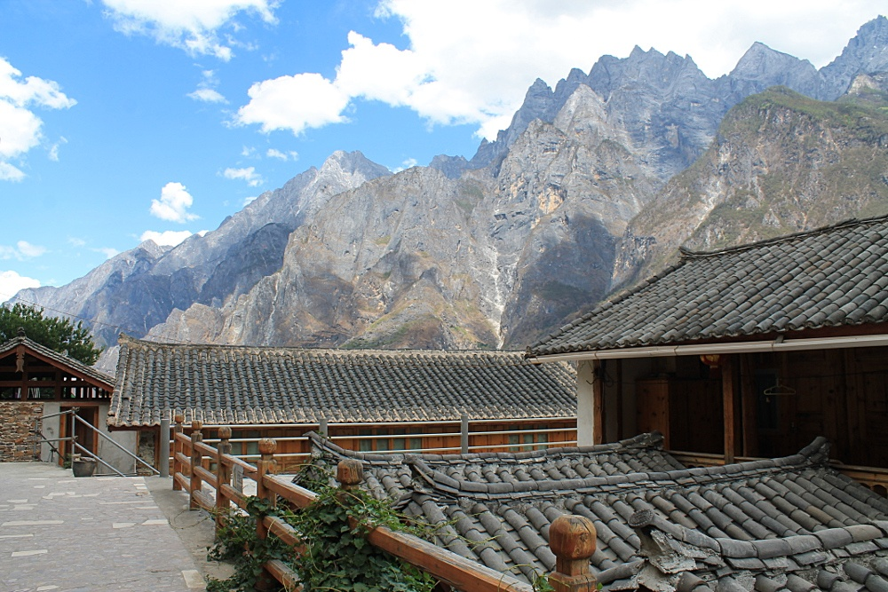 roofs 5 reasons to go to Yunnan