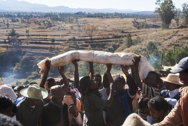 Madagascar Famadihana Raise the Body