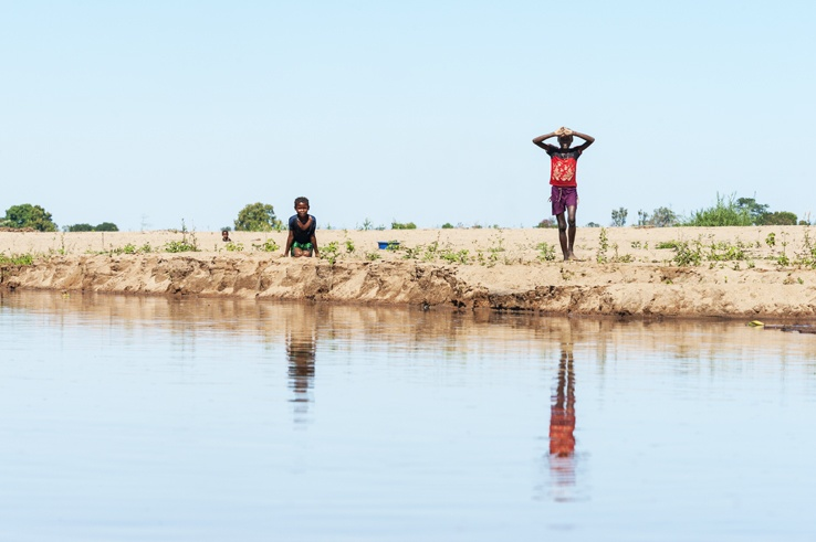 Madagascar Tsiribihina River Kids at the Bank