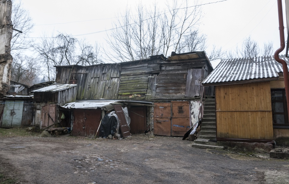 uzupis wooden shacks