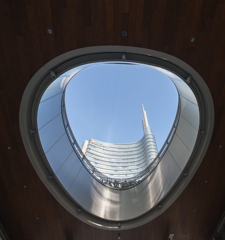 Milano porta nuova Egg with Uni Credit