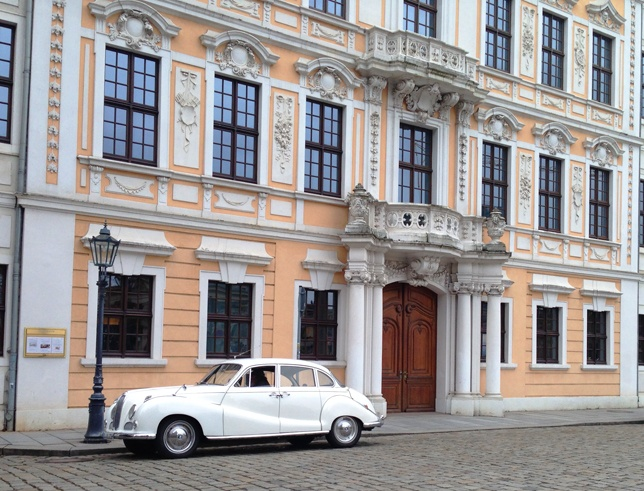 pink house white vintage car dresden