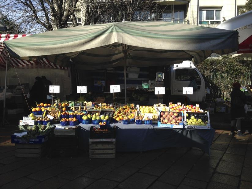 milan market fruit stall