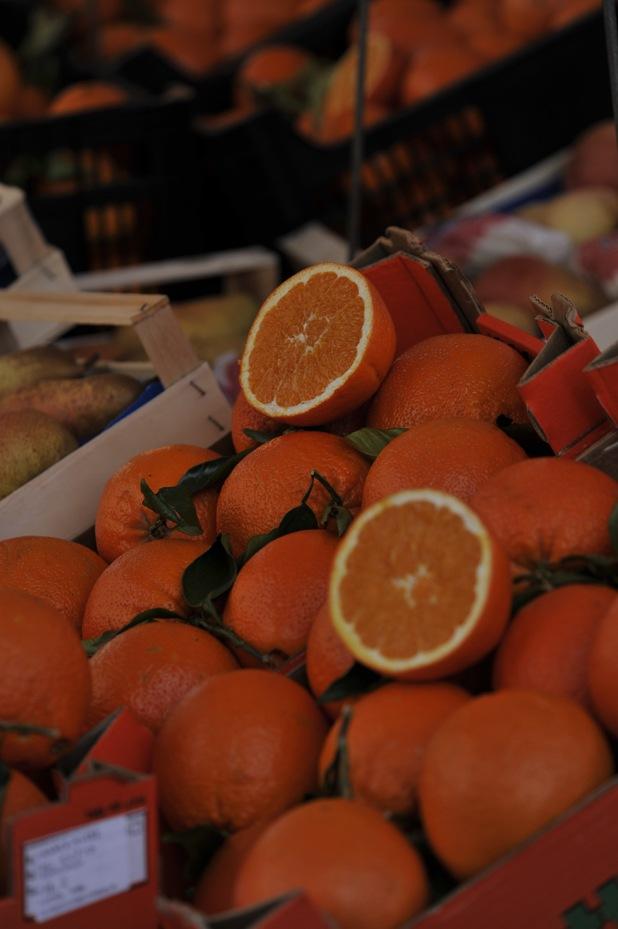 oranges street market milan
