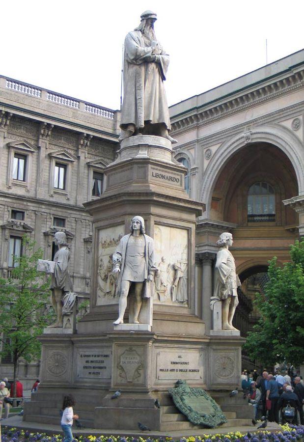 Leonardo Statue Piazza della Scala Milan