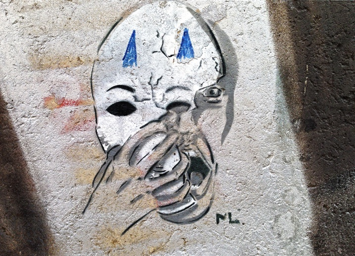 small street art skull dresden