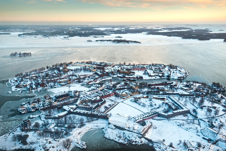 suomenlinna in winter helicopter