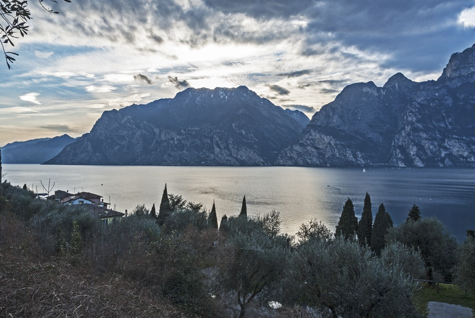 view on lake garda evening