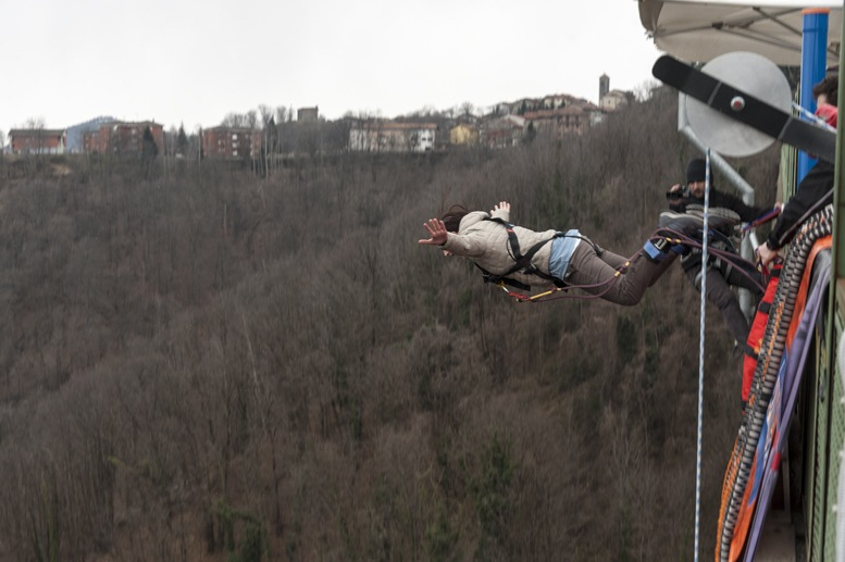 bungee jumping pistolesa bridge