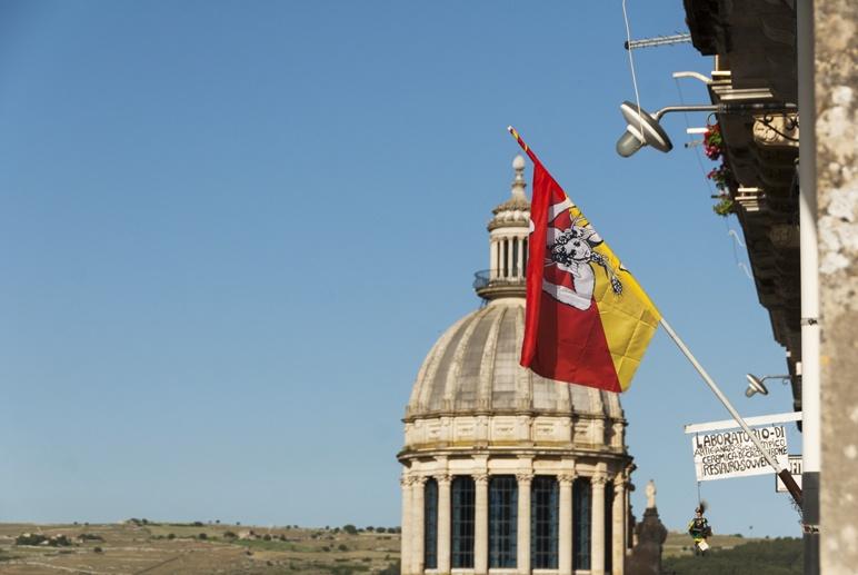 ragusa dome sicily flag