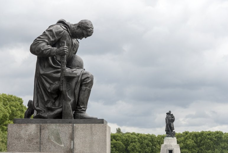 alternative berlin insider tips soviet memorial