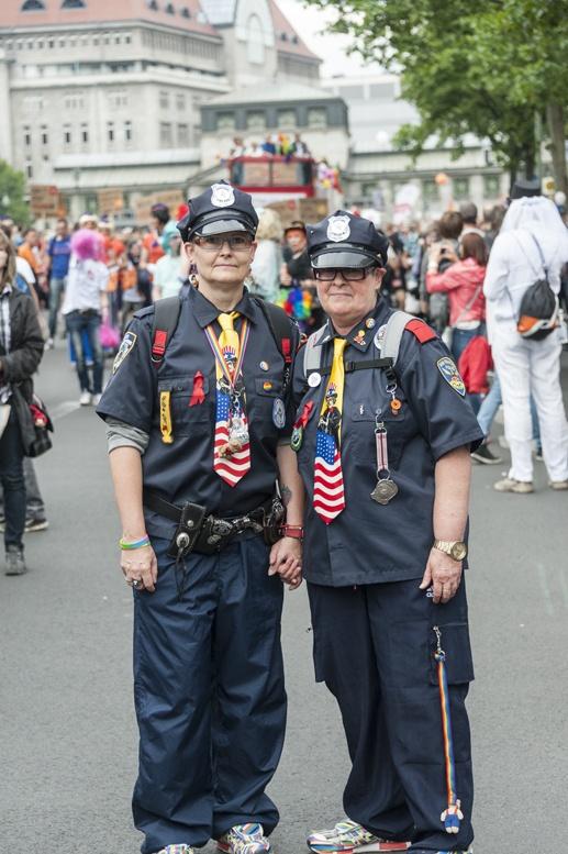 berlin gay pride lesbian policewomen