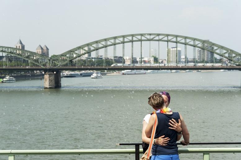 cologne gay pride kissing on rhine