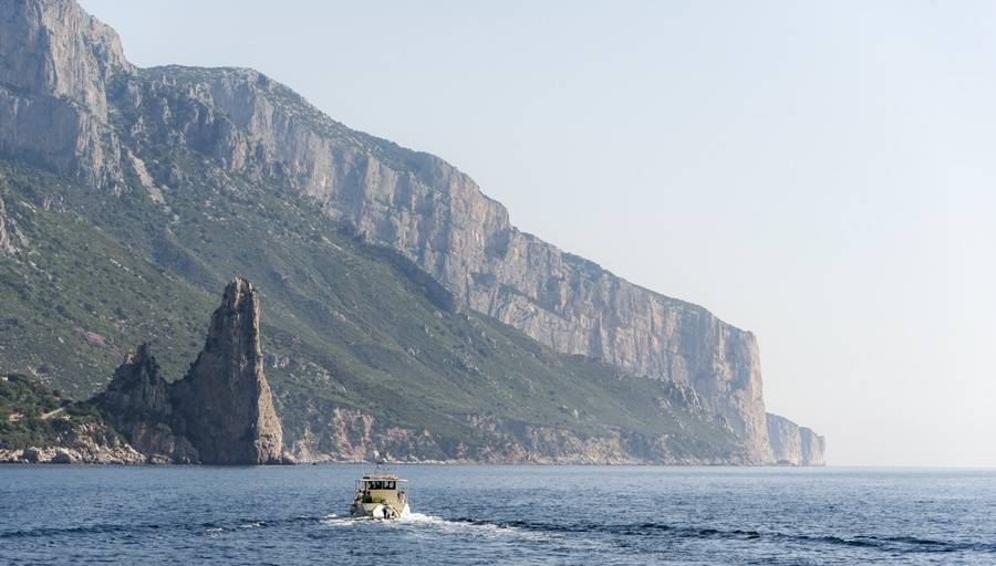 sailing cala gabbiani sardinia