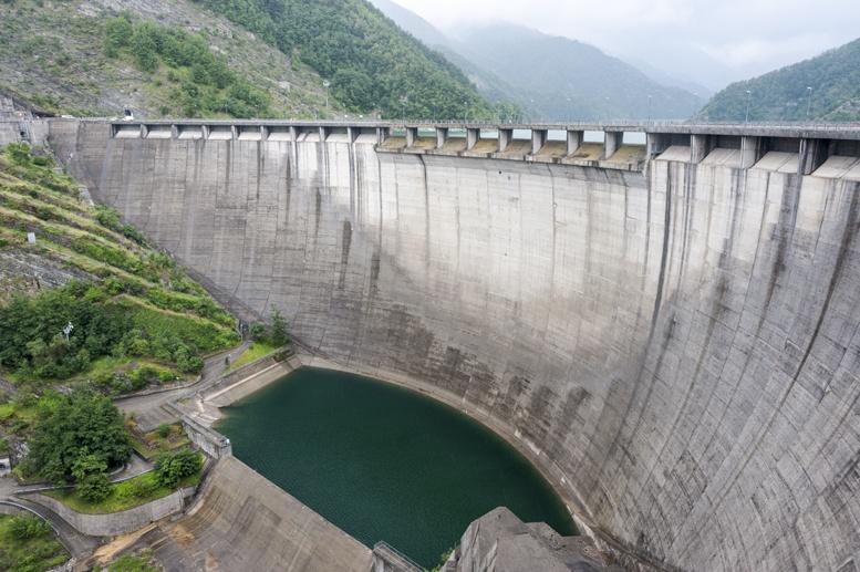 ridracoli dam lake below