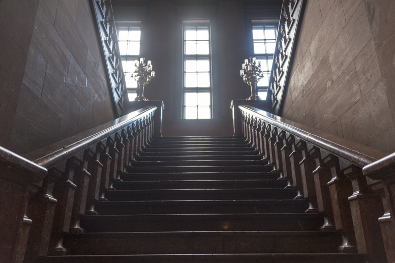imperial castle poznan staircase