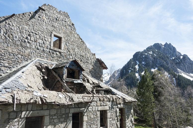 pyrenees ruined villa