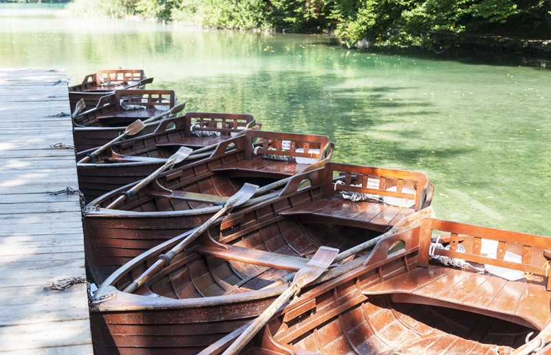 plitvice lake wooden boats