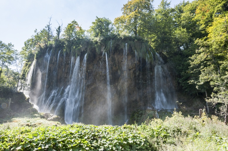 plitvice national park waterfall cliff