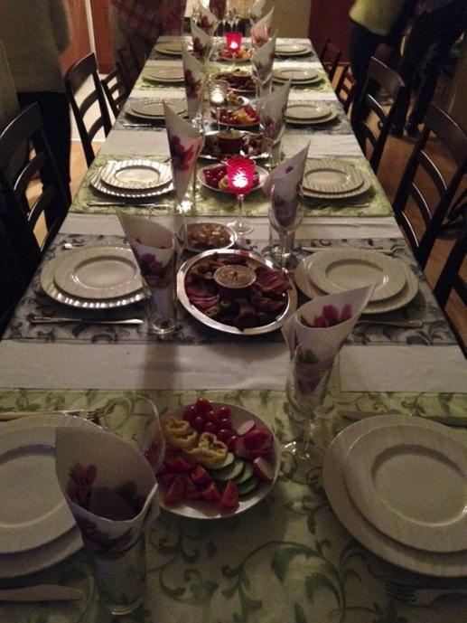 eat & meet budapest table