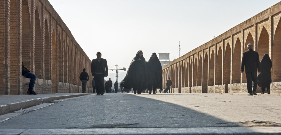 siosepol bridge women chador isfahan