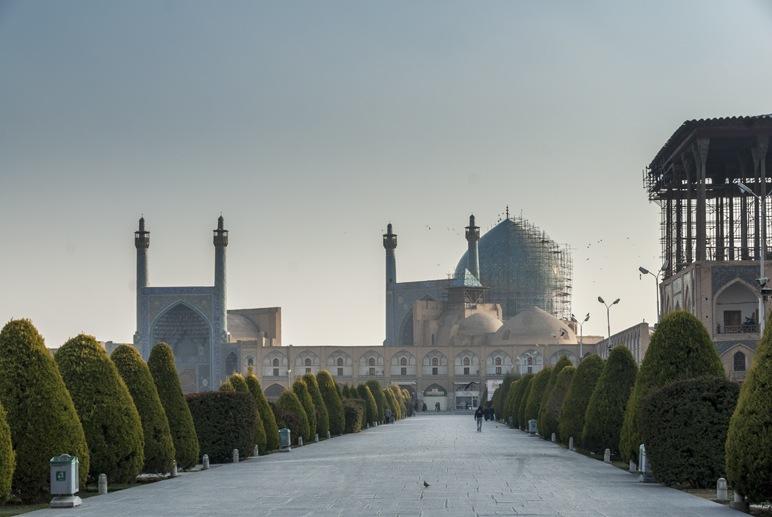 naqsh e jahan square blue hour isfahan