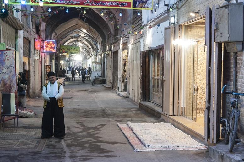 isfahan bazaar man