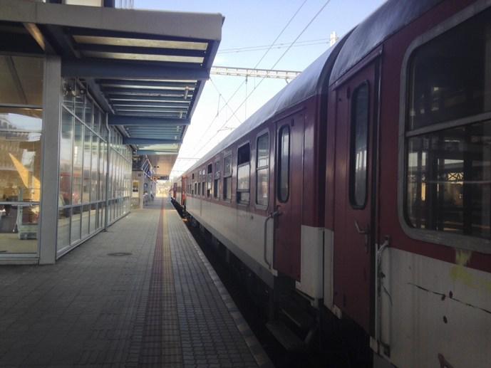 czech train platform red