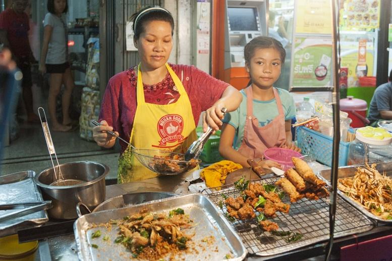 Bangkok fried crabs street food