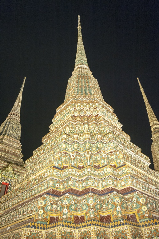 Bangkok wat pho night