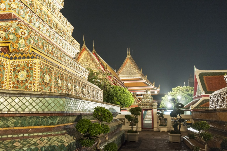 Bangkok wat pho temple night