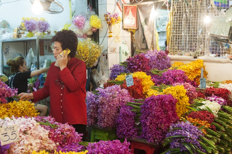 Bangkok night flower market irises