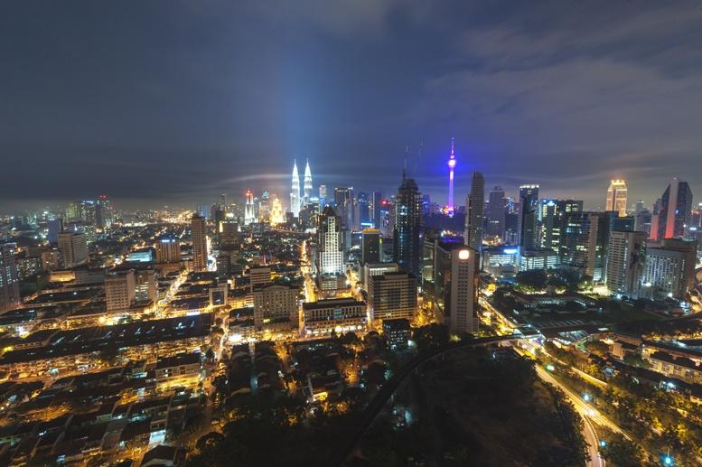 night kuala lumpur skyline