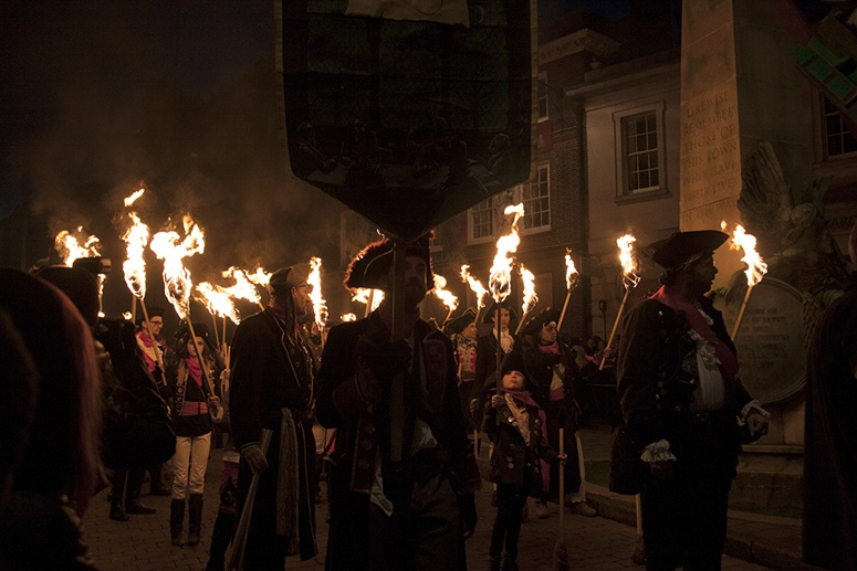 lewes parade bonfire night