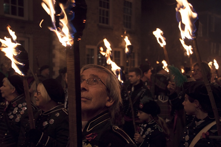 lewes bonfire night torch