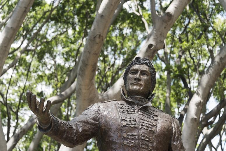 lachlan macquarie statue hyde park sydney