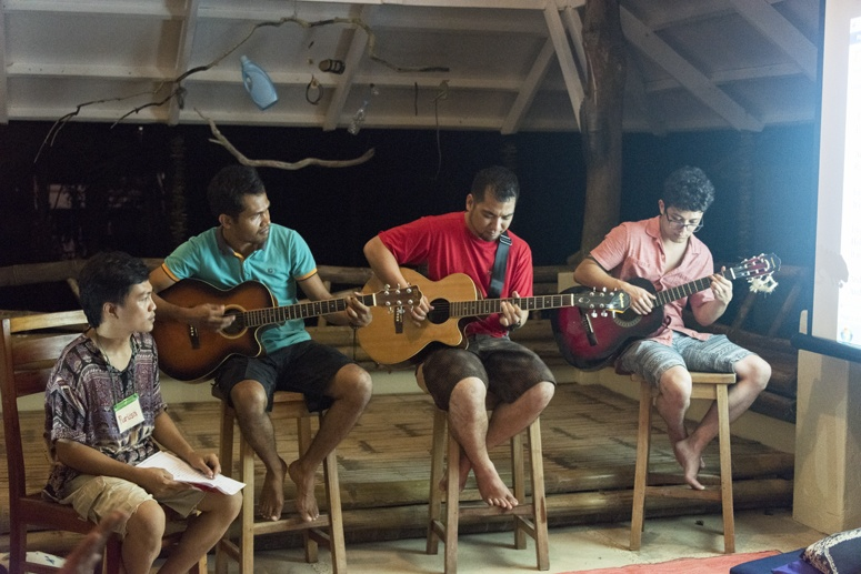 three guitarists one singer philippines