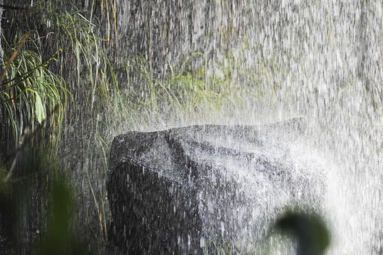iguazu water splashing