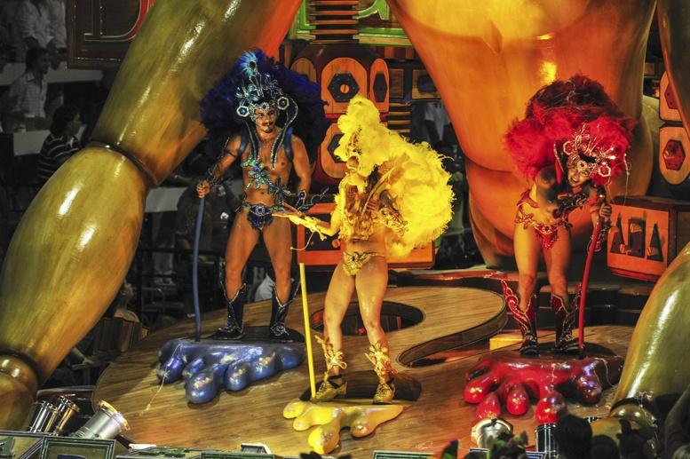 gualeguaychu carnaval 3 dancers