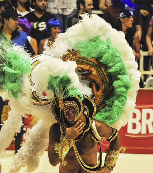 carnaval de gualeguaychu man worried