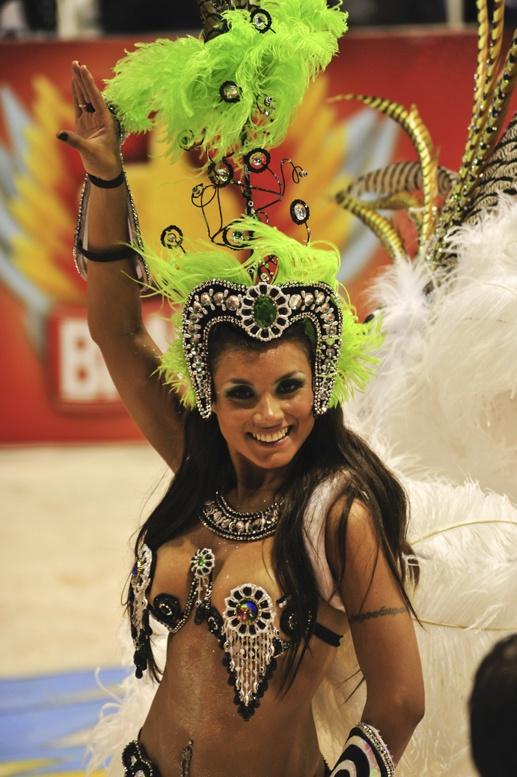 carnival gualeguaychu green girl
