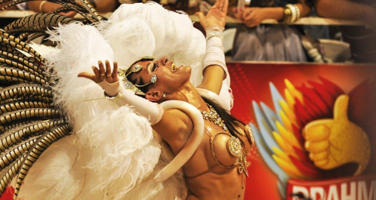 gualeguaychu carnival woman