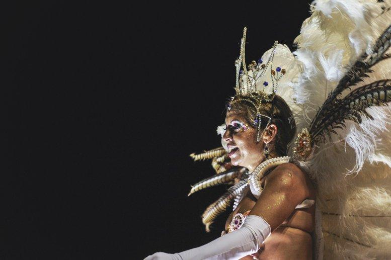 gualeguaychu carnival white feathers